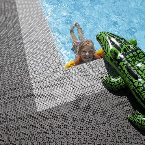 Stecksystem als Schwimmbadumrandung