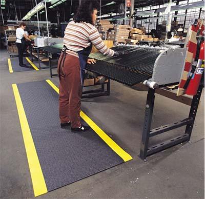 Anti-ermüdungsmatte an Steharbeitsplätzen